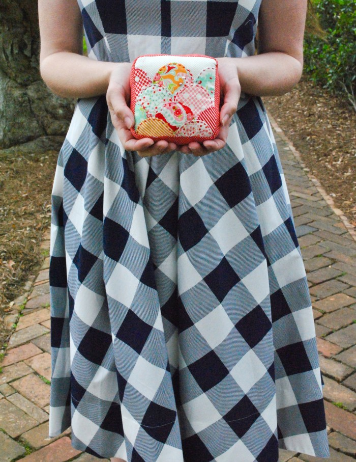 Gingham & Clamshells: Free Pincushion Pattern!