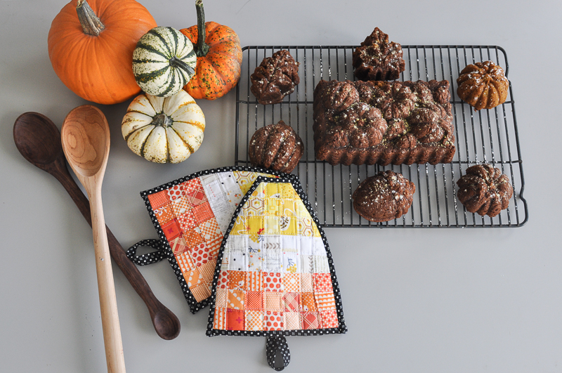 candy-corn-oven-mits-and-pumpkin-bread-4